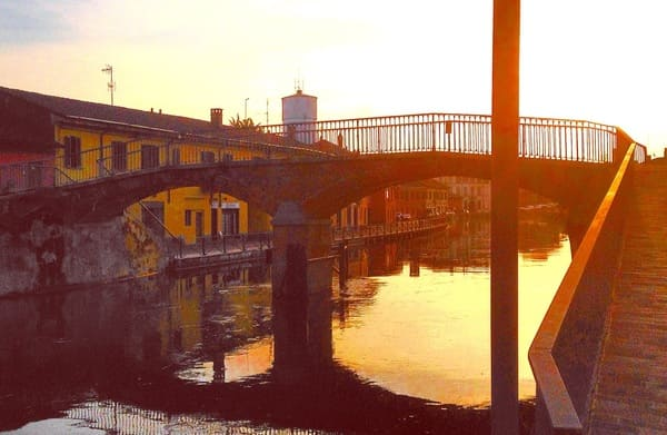 Ponte-Pedonale-sul-Naviglio-Grande